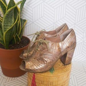 Seychelles metallic gold open toe lace up heel 9